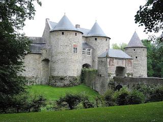 http://tudorocha.blogspot.com/2016/01/inspirando-9-lindos-castelos-medievais.html