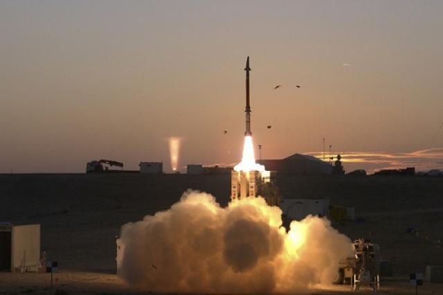 جماعة الحوثي تعلن عن دخول صاروخ بدر 1 في منظومتها الصاروخية