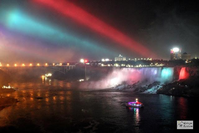 Amerykański Wodospad Niagara nocą