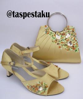 Set Matching Tas Pesta dan Sepatu Pesta Warna Gold Cantik dan Mewah Unik