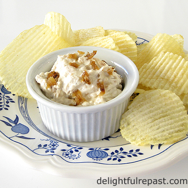 French Onion Dip - Caramelized Onion Dip / www.delightfulrepast.com