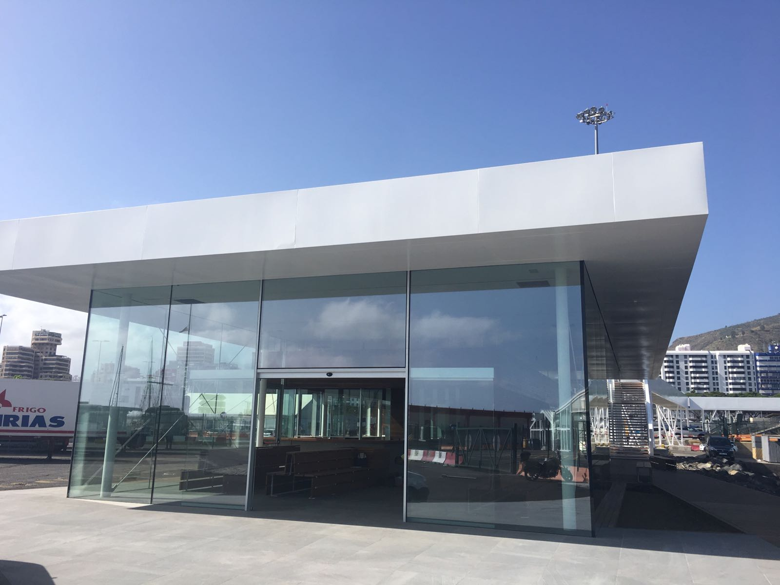 Navieraarmasblog naviera armas inaugura nueva terminal en for Oficina de armas las palmas