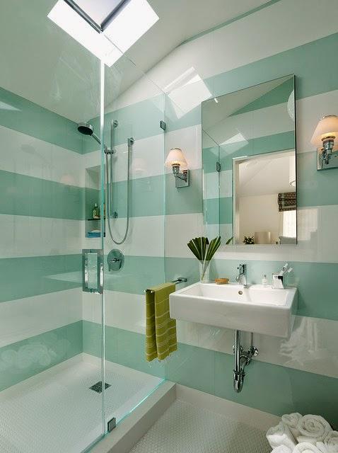 Espectaculares ba os con paredes a rayas colores en casa for Ideas para pintar azulejos de bano
