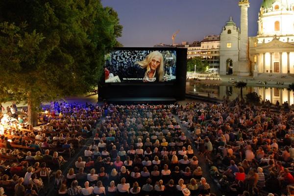vienne cinéma plein air kino unter sterner karlsplatz
