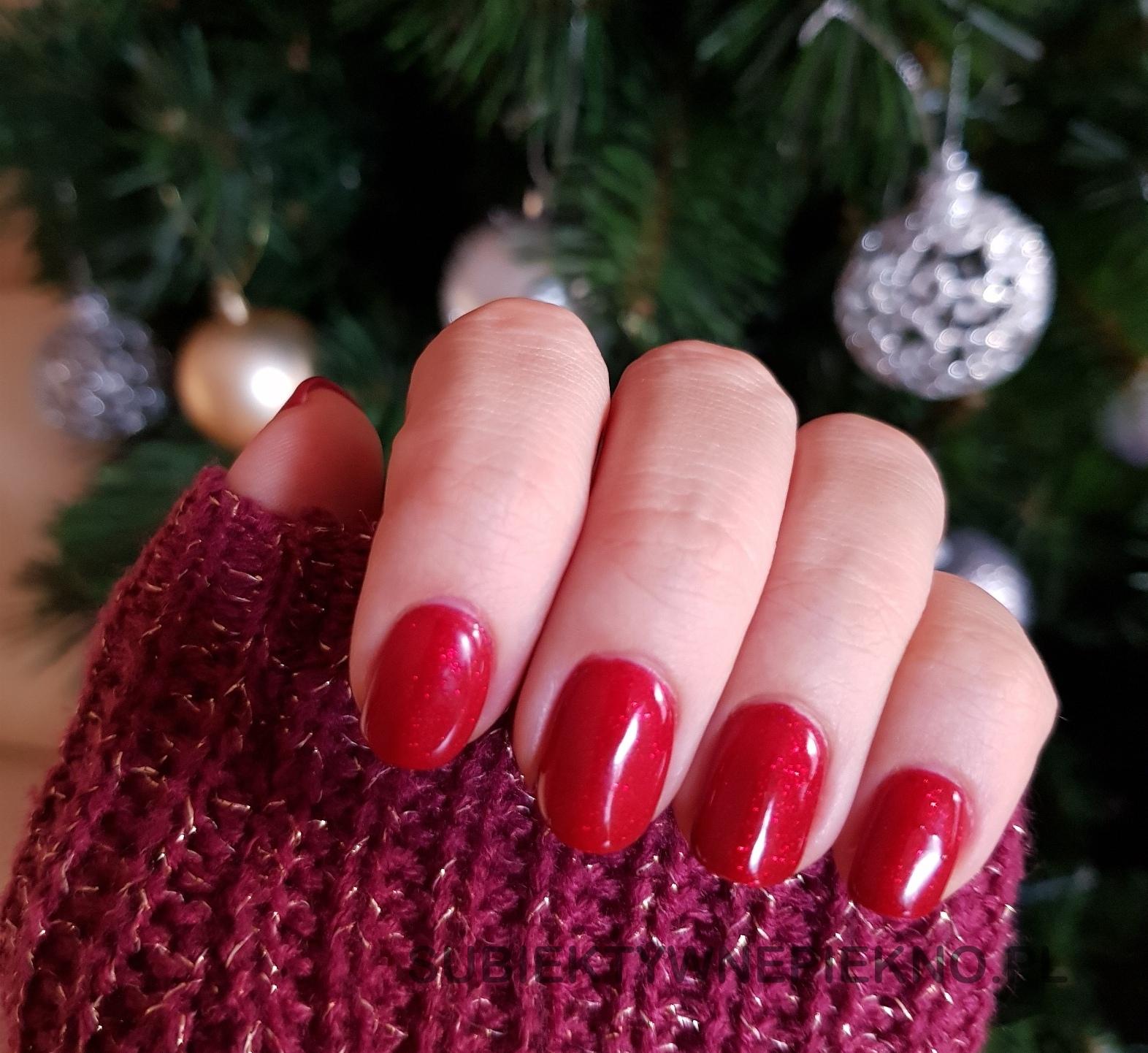 Lakier hybrydowy Indigo Nails Catwalk Glitter - piękna czerwień z drobinkami na święta i sylwestra