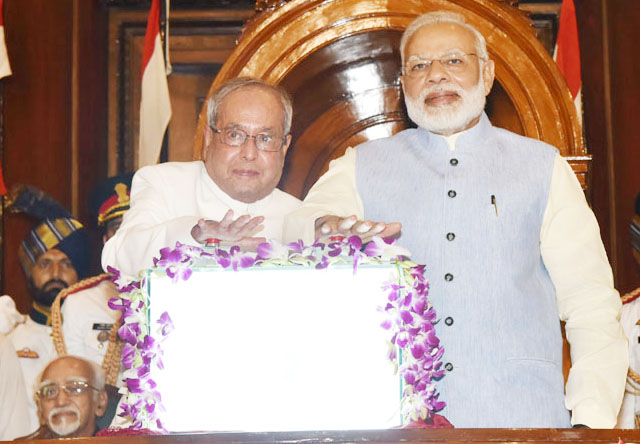 gst-launch-in-india-by-pm-modi-and-president-pranav-mukharji