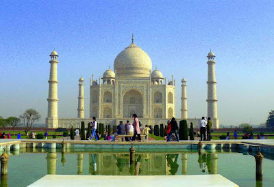 world-famous-taj-made-by-shahjana-in-memory-of-mumtaz