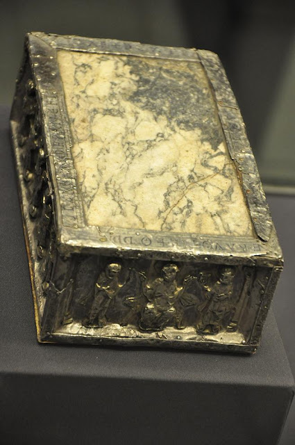 ołtarz podróżny z XI wieku