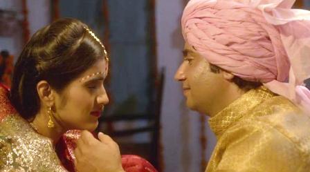 Koi Aaye Lyrics - 1982 - A Love Marriage (2016) | Amitkumar Sharma, Omna Harjani