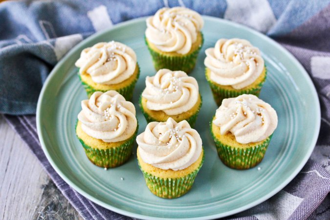 Creamsicle Mini Cupcakes with swirly frosting