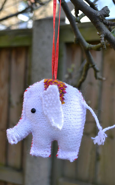 https://www.craftsy.com/knitting/patterns/christmas-elephants/487849