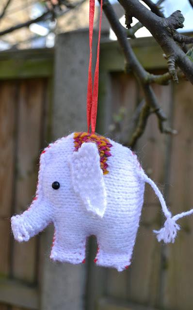 https://www.craftsy.com/knitting/patterns/christmas-elephants/487849