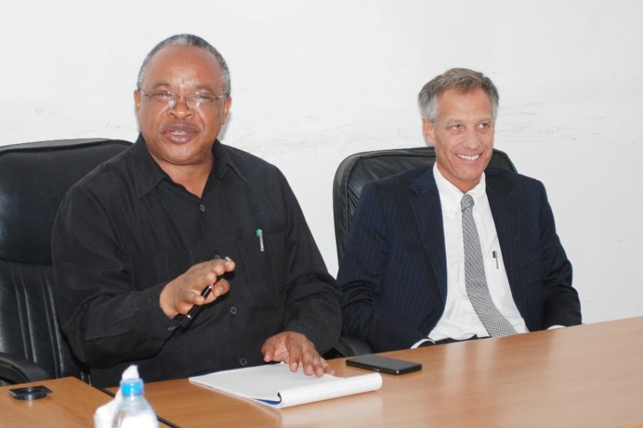 Prof. Jumanne Maghembe na Balozi wa Marekani nchini Tanzania, Mark Childress