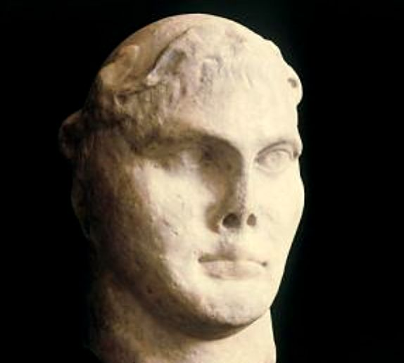 Roman Emperor Constantine sculpture goes on show in Rome