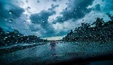 Musim Hujan Tiba - Perhatikan Cara Anda Mengendarai Mobil Disaat Hujan