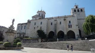 Plaza de las Atarazanas y Catedral de Santander.