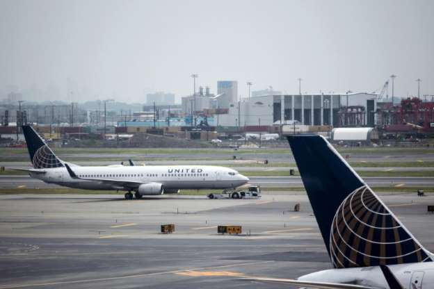 United Air removes engaged couple traveling to wedding from plane