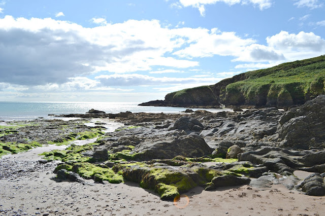 The rocks and shoreline at Man Sands