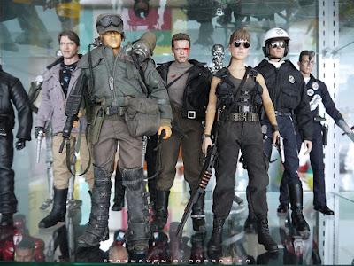 osw.zone Hot Toys 1/6 Scale Terminator Sammlerfiguren wie Arnold Schwarzenegger, Michael Biehn, Linda Hamilton und Robert Patrick als T-1000