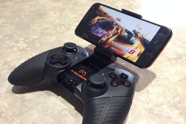 إليك أفضل 3 عصا تحكم للعب الألعاب على الهواتف الذكية بإحترافية أكثر !