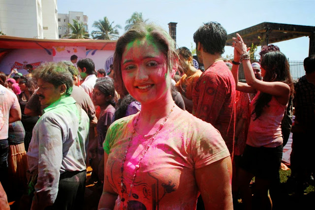 hot actress Rashmi Desai s tv (television) actress celebrating holi poses stills