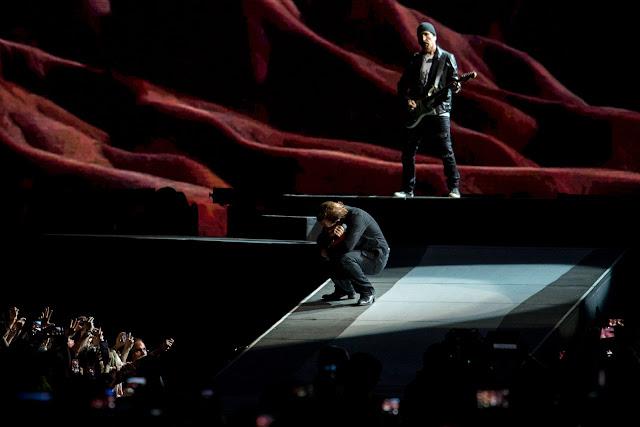 U2 faz o primeiro de quatro shows em São Paulo no Estádio do Morumbi