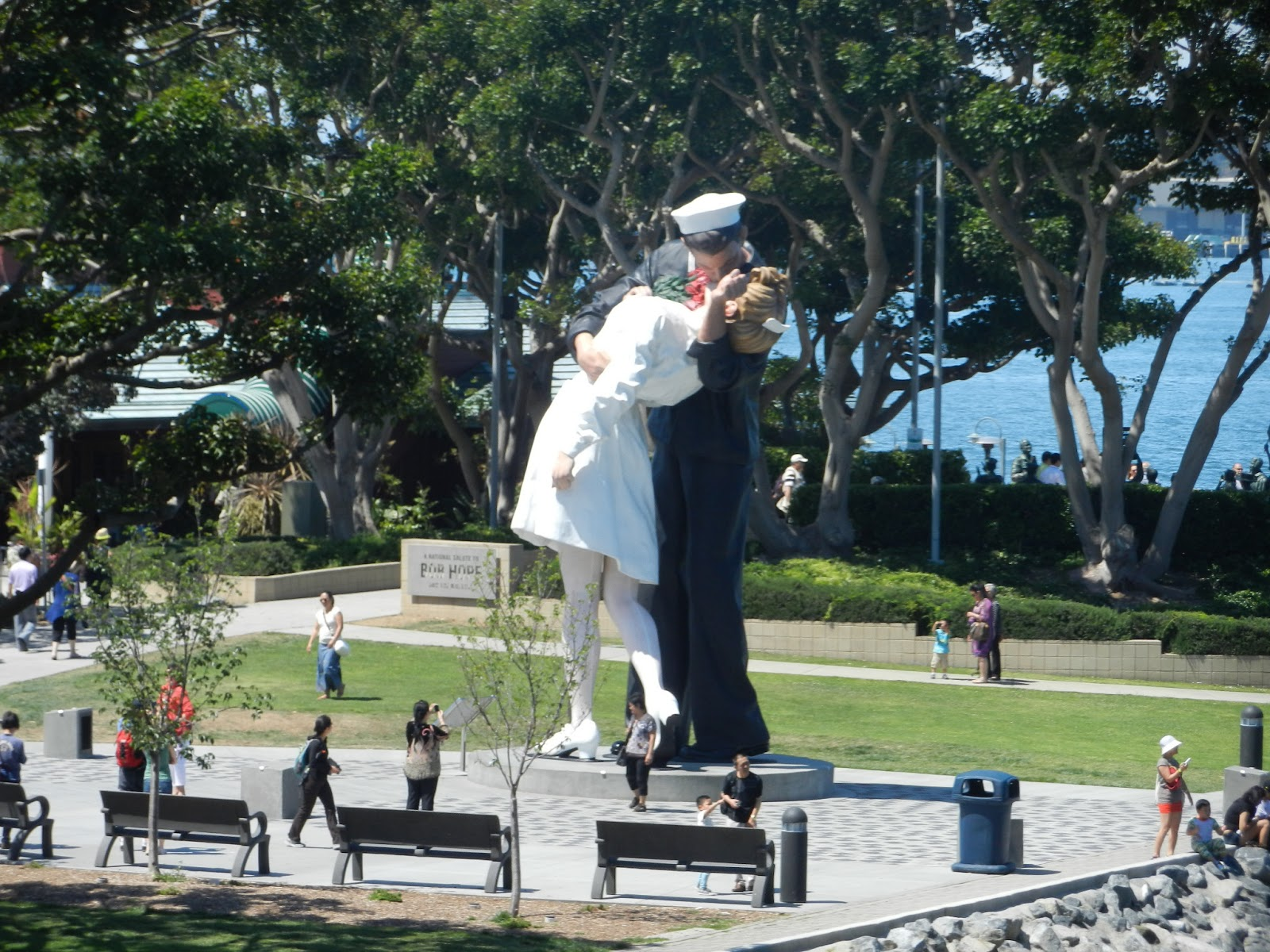 Kissing Sailor San Diego picture