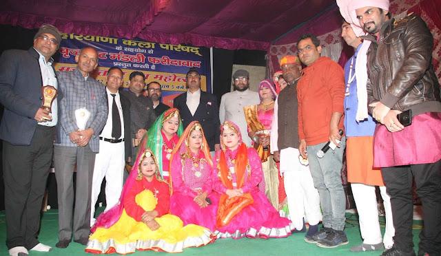 In the Mahavatpur Rang Mahotsav, performers of the songs of Pad Padmavat, Birju Bhai Kamal
