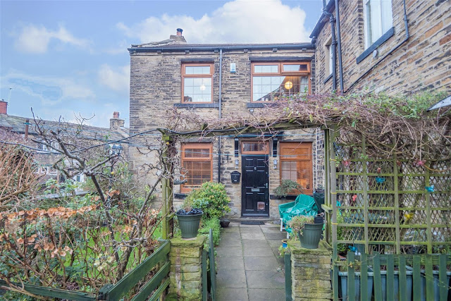 This Is Bradford Property - 3 bed cottage for sale Airedale Street, Bradford BD2