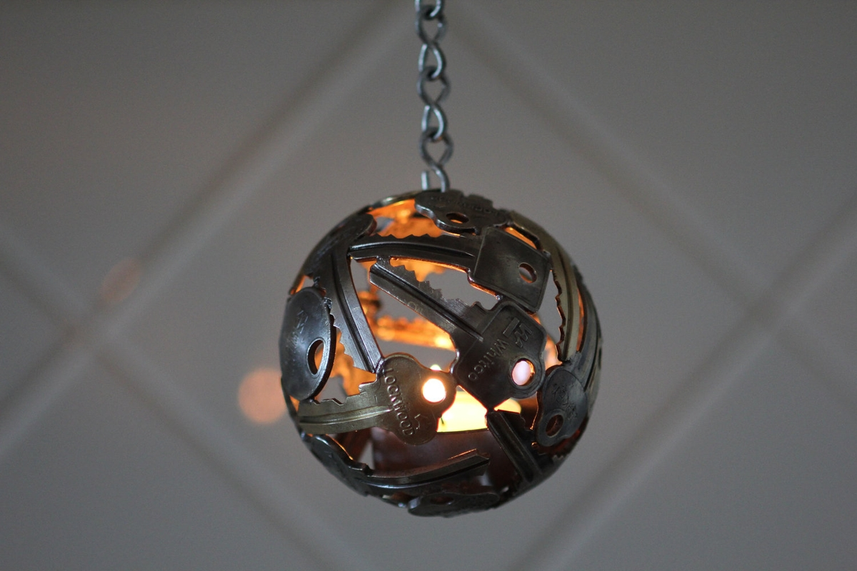 02-Mini-Key-Ball-Tea-Light-Michael-Moerkerk-Upcycling-Keys-to-make-sculptures-and-Accessories-www-designstack-co