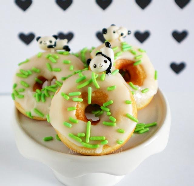 Panda donuts traktatie, recept donuts bakken in oven, donuts bakken, panda traktatie maken, maken donuts traktatie, traktatie panda, panda traktatie, traktatie uitdelen, luizenmoeder traktatie