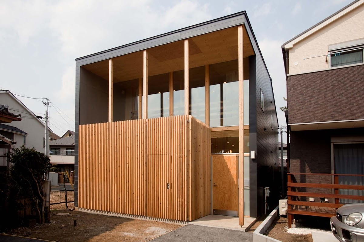 01-Front-of-the-Home-Mizuishi-Architects-Atelier-Light-and-Airy-House-in-Japanese-Architecture-www-designstack-co
