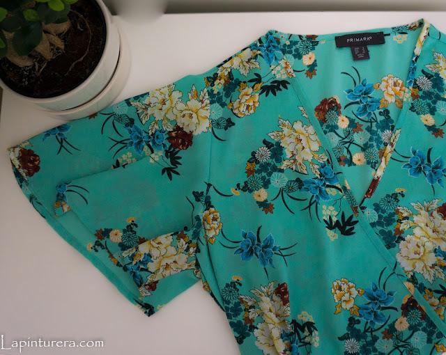 blusa verde con flores
