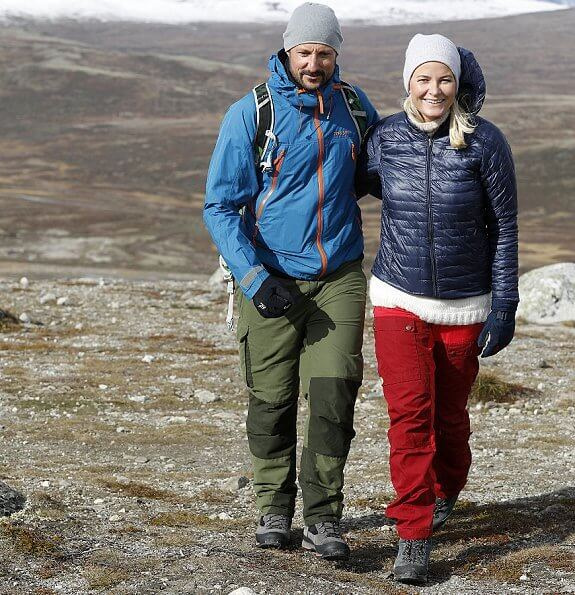 Crown Prince Haakon and Crown Princess Mette-Marit first visited Dovre municipality and then Lesja municipality