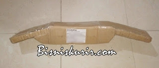 Tips packing paket berisi barang berbeda bentuk dan ukuran yang rawan pecah