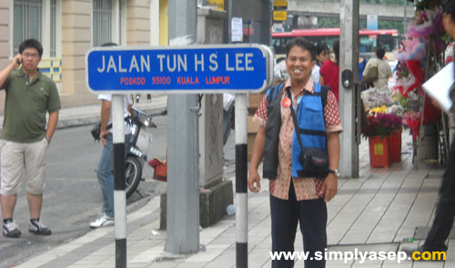 I was standing in a corner of the areas around Petronas Twin Towers in Kuala Lumpur last 17th of November 2009.
