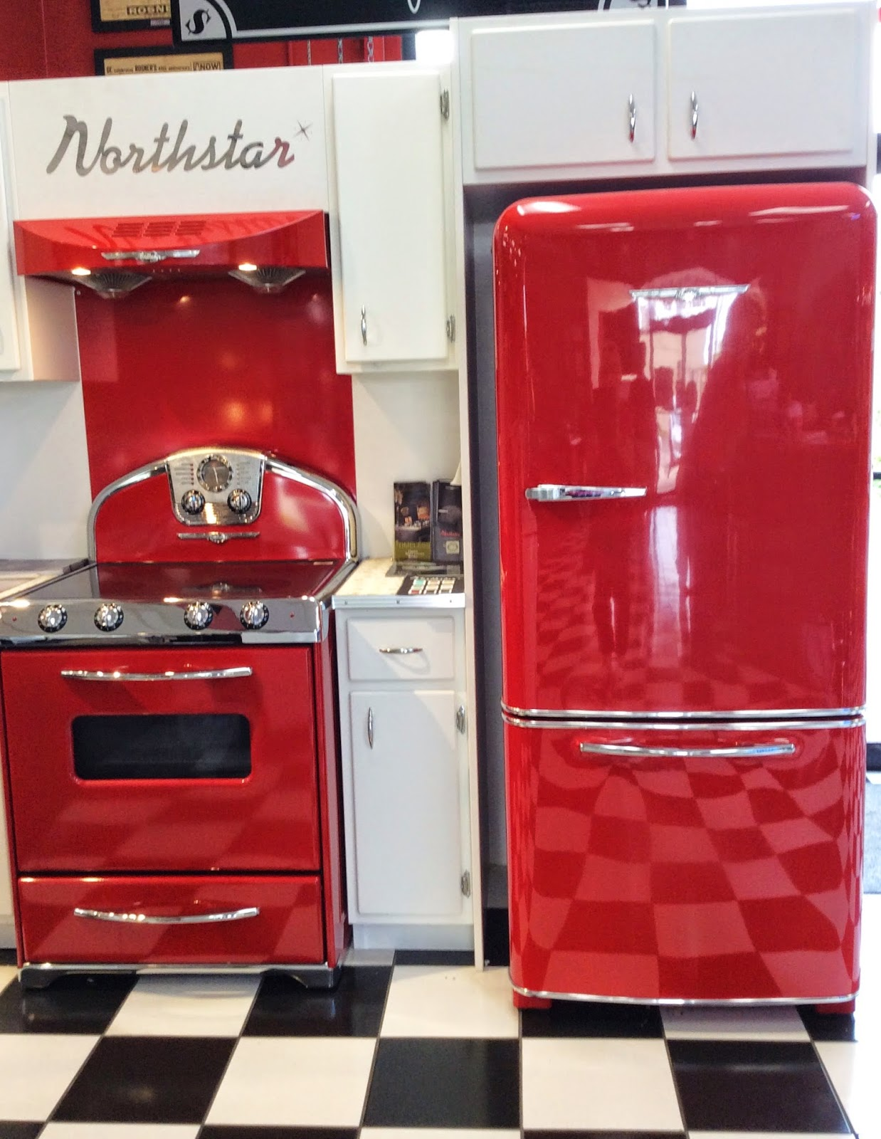These Red Vintage Style Liances Are Showstoppers The Black And White Tile Just Adds To Retroness