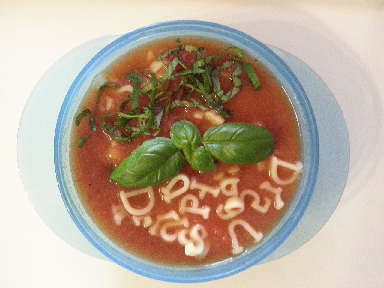 Pomidorowa zupa literkowa.