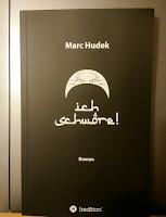 """das Cover ist schwarz, darauf steht """"Ich schwöre"""" in verschnörkelter, arabisch anmutender Schrift"""