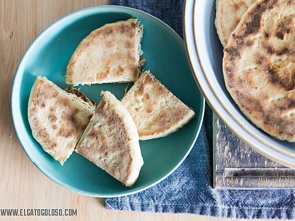 Cómo hacer arepas de trigo andinas con harina leudante vía www.elgatogoloso.com