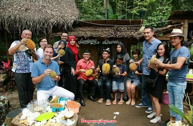 Kampung Durian Songgon diresmikan.