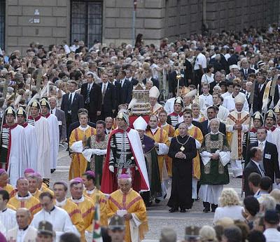 Procissão em Budapest, capital da Hungria