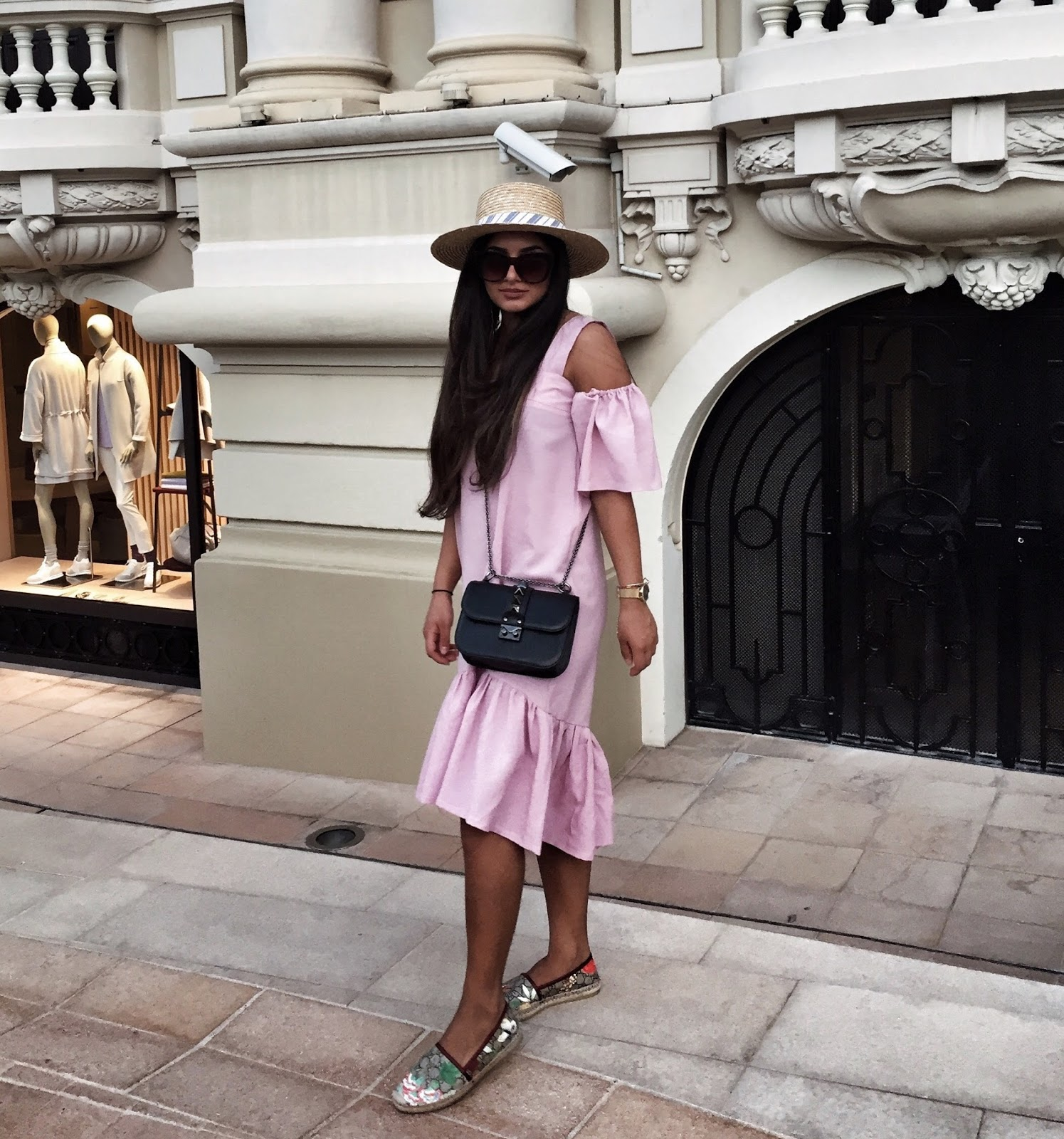 I was wearing the cutest dress from OWNTHELOOKS together with my Gucci  espadrilles. Hope you liked my outfit! ,Bisous