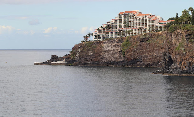 a hotel on the cliff