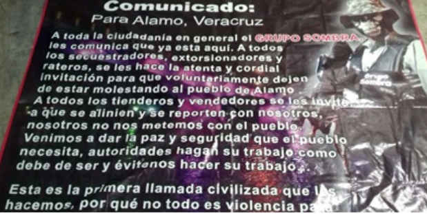 """Fotografías: En narcomanta con imagen de sicario vestido tipo militar El Grupo Sombra"""" anuncia su llegada a Alamo, Veracruz"""