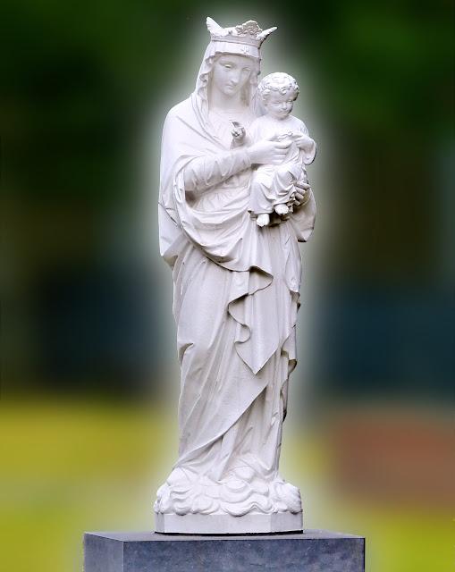 École Notre Dame Immaculée, Tourcoing - Statue de la Vierge Marie