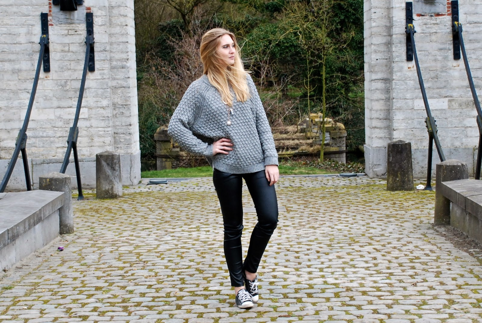 Oversized Wollen Trui.Polished Cats Outfit Grey Day