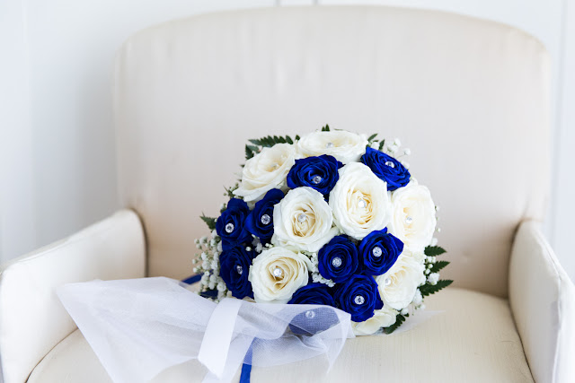 Bouquet sposa bianco e blu