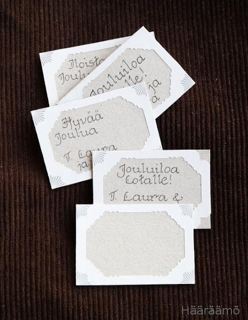Pakettikortti postimerkkireunuksesta ja myslipakkauksesta
