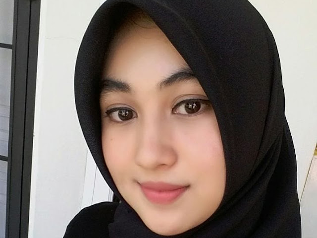 Free Vector Hijab Girl